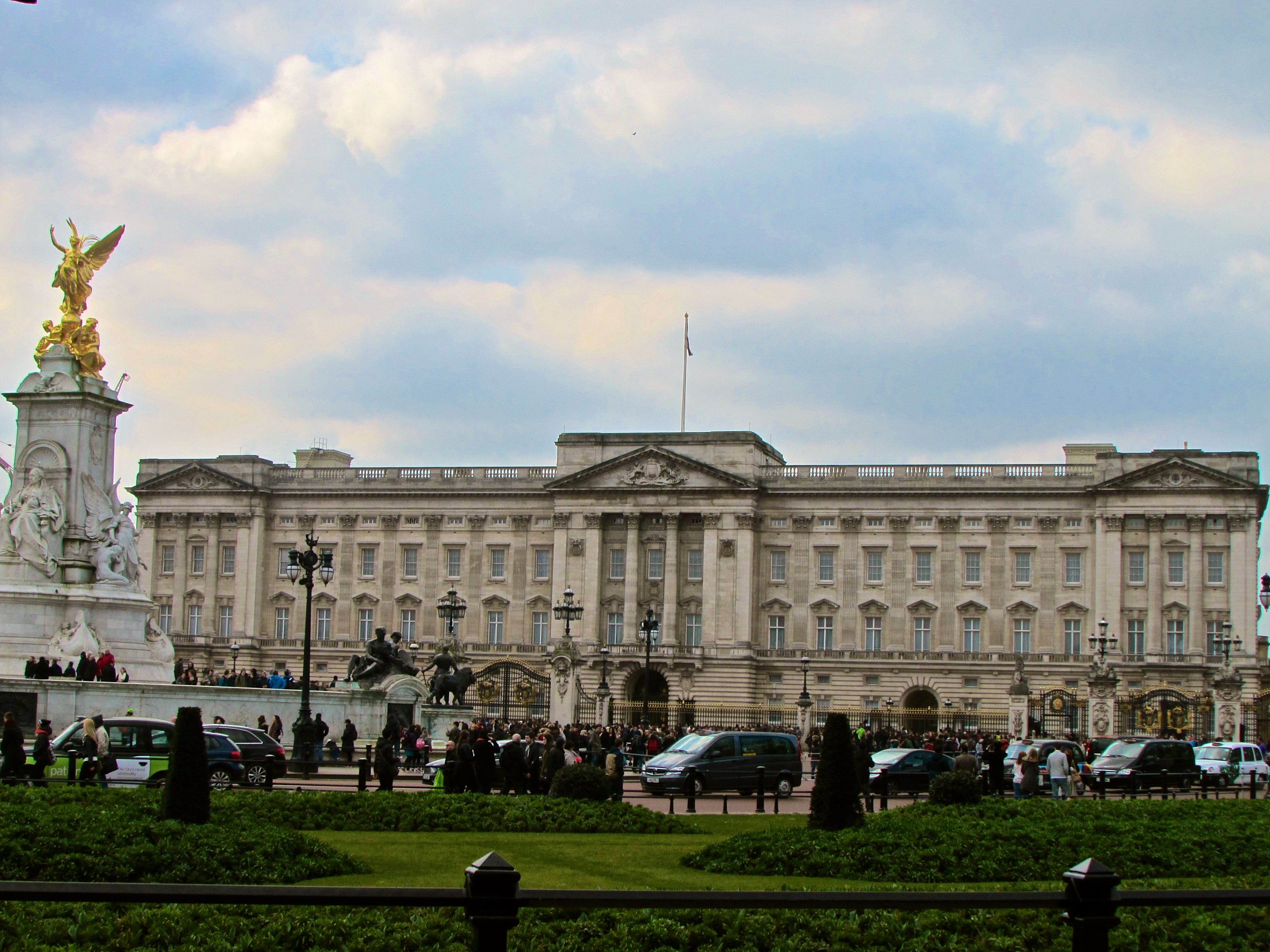 exploring the west side of london big ben buckingham palace and more home behind the. Black Bedroom Furniture Sets. Home Design Ideas